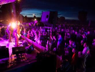 """France, Excenevex. Concert de """"The Animen"""" sur la plage dans le cadre du festival des Mardisablés."""